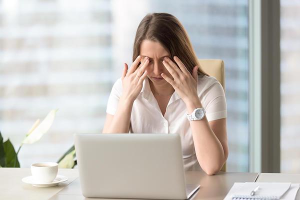Folosiți des calculatorul? Află cât de mult vă afectează vederea! | oftalmo