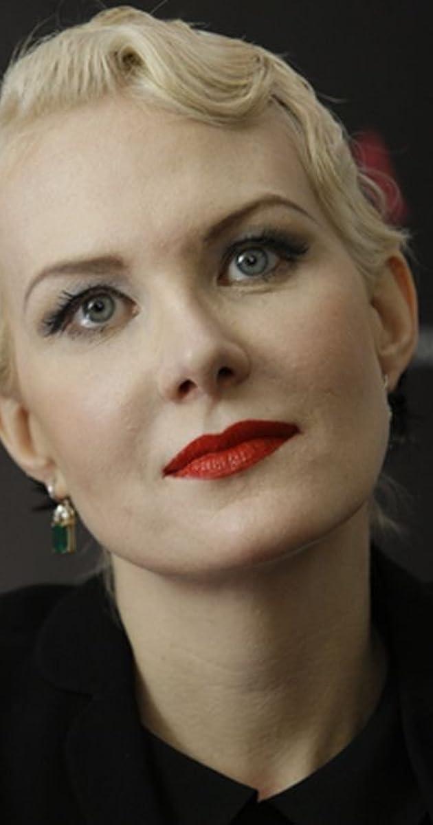 Presa rusă: Interpreta Zemfira s-a căsătorit cu regizoarea Renata Litvinova