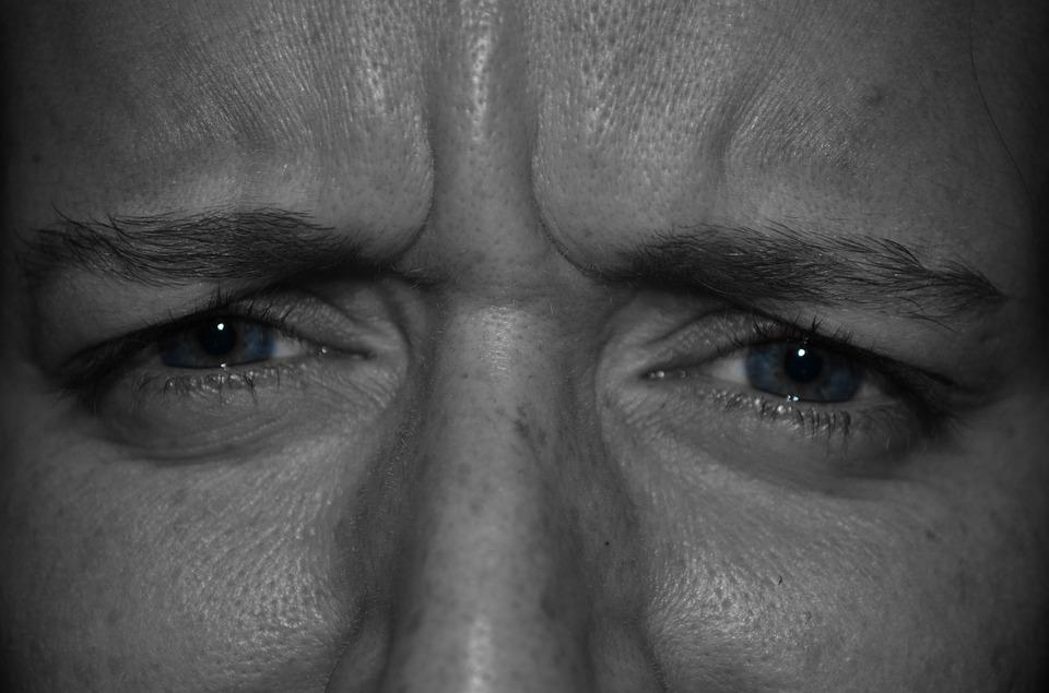 vederea unui ochi a căzut brusc vederea musculaturii spatelui